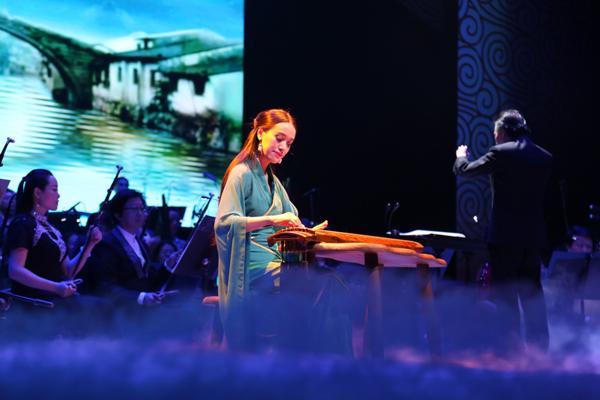 魅力中国音乐会加拿大落幕 赵晓霞携古琴大气展国风